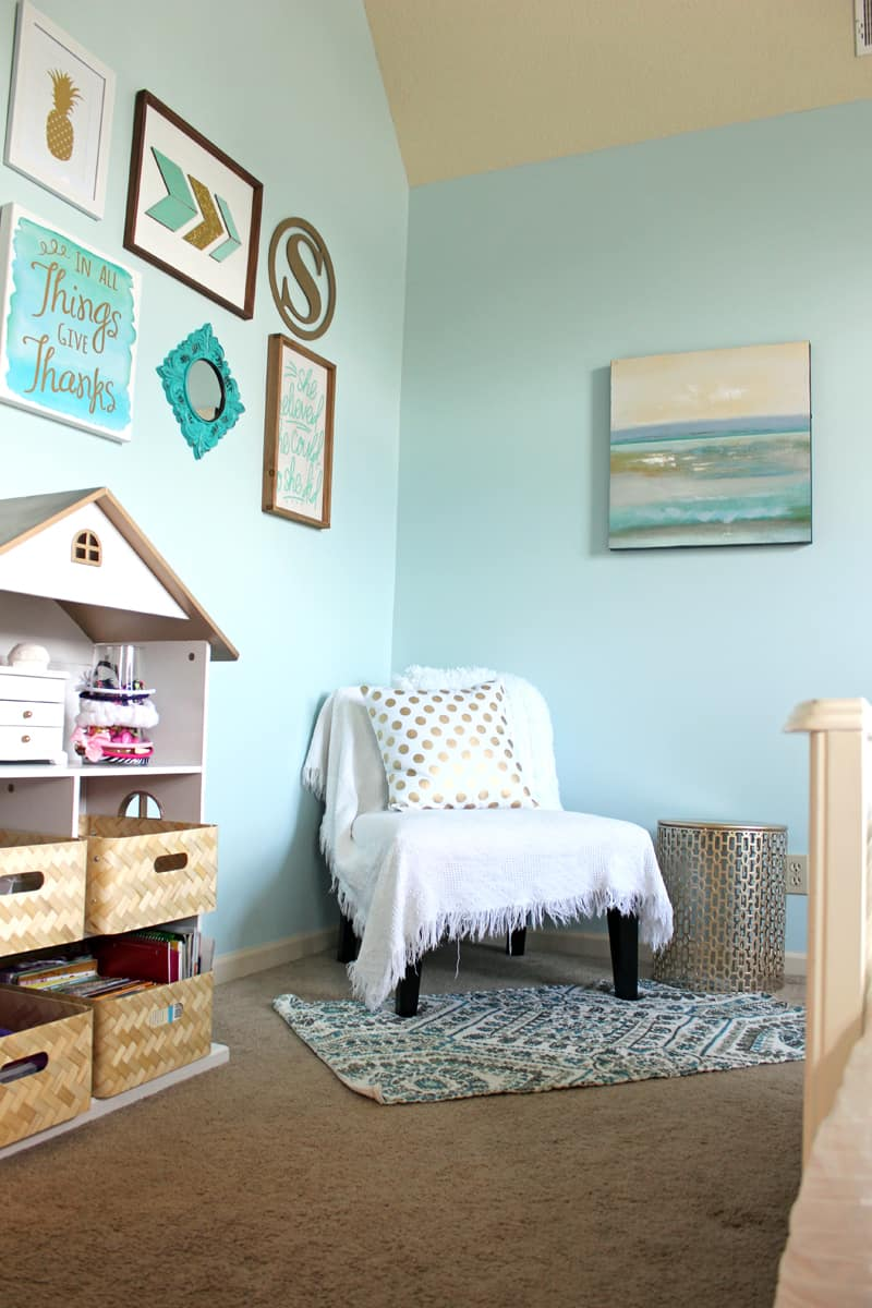 Gallery wall, spray painted book shelf, tween room makeover, reading nook in bedroom