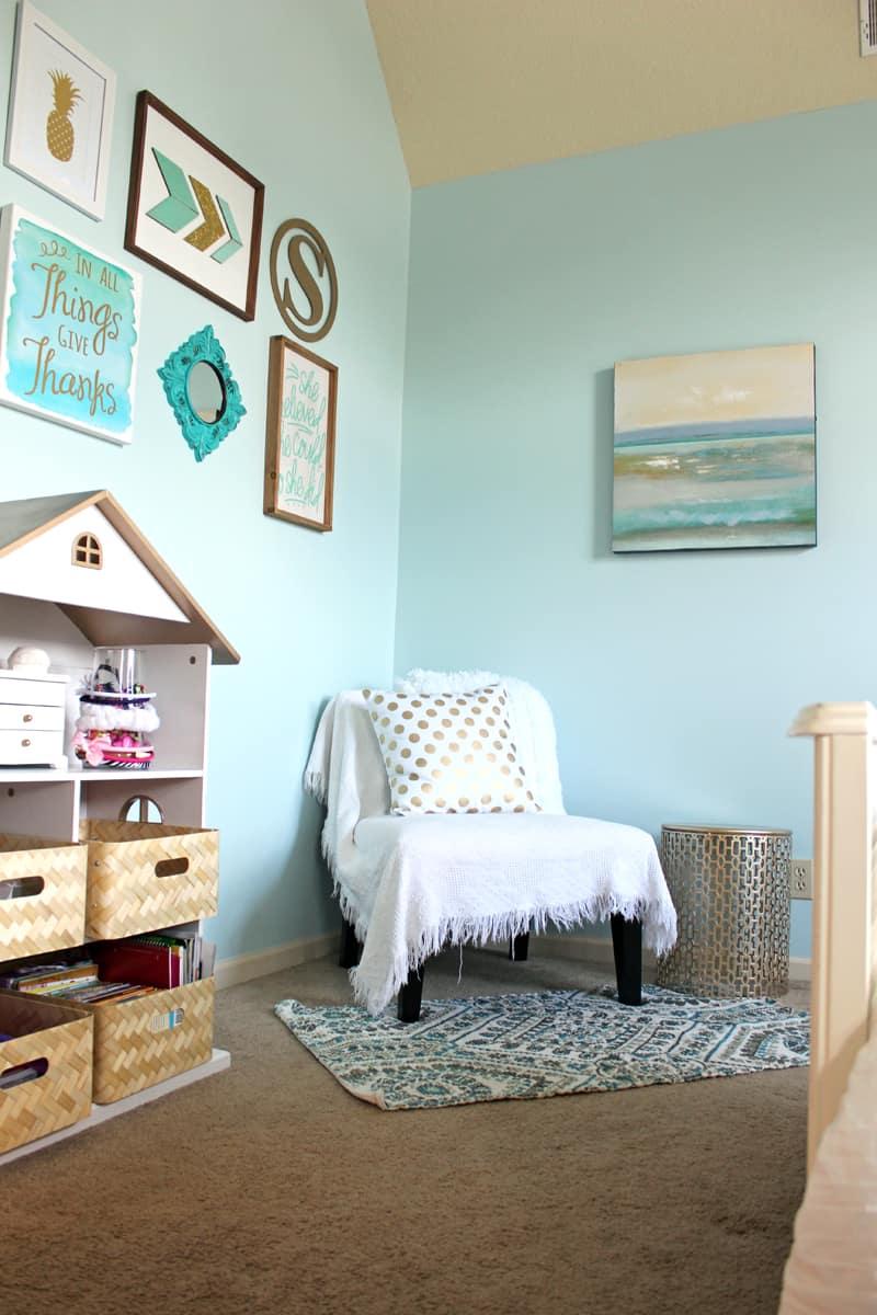 Gallery wall, spray painted book shelf, tween room makeover, reading nook in bedroom