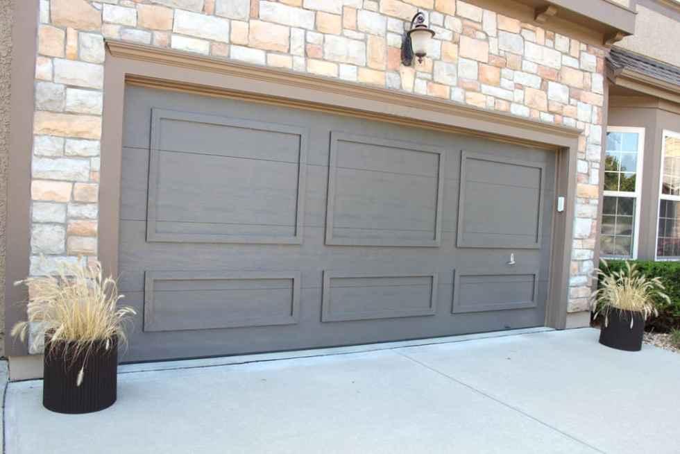 painting garage doors, dark garage doors, painting faded garage doors,