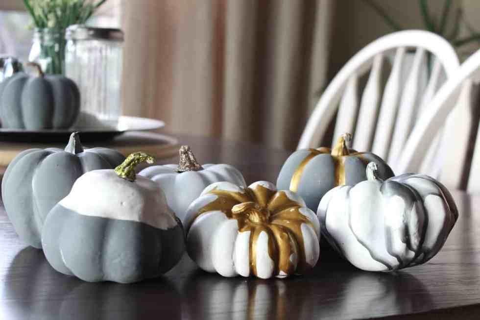 painting pumpkins for fall, pumpkin craft, spray painted pumpkins, metallic pumpkins