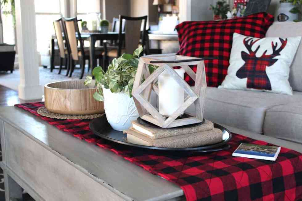 DIY Buffalo plaid table runner, tutorial for making a simple table runner