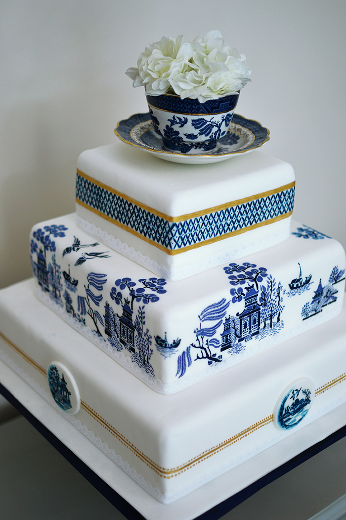 painted wedding cakes uk a stunning willow pattern painted wedding cake by 18106