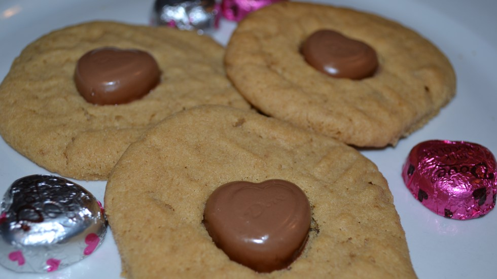 peanut butter heart valentines day cookies