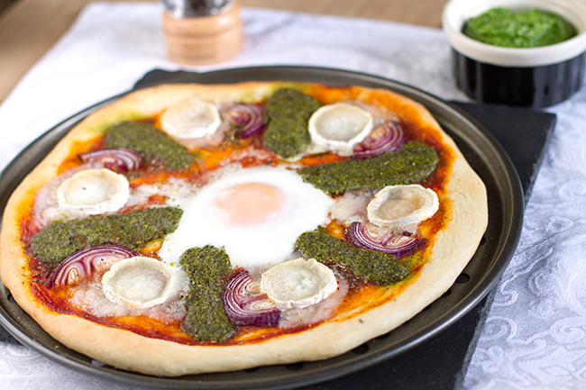 Goat's Cheese, Red Onion, and Kale & Rocket Pesto Pizza