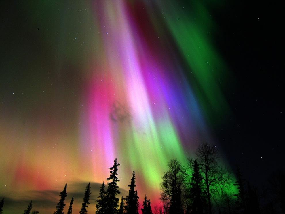 Colorful-Aurora-Borealis-in-Finland.jpg (990×743)