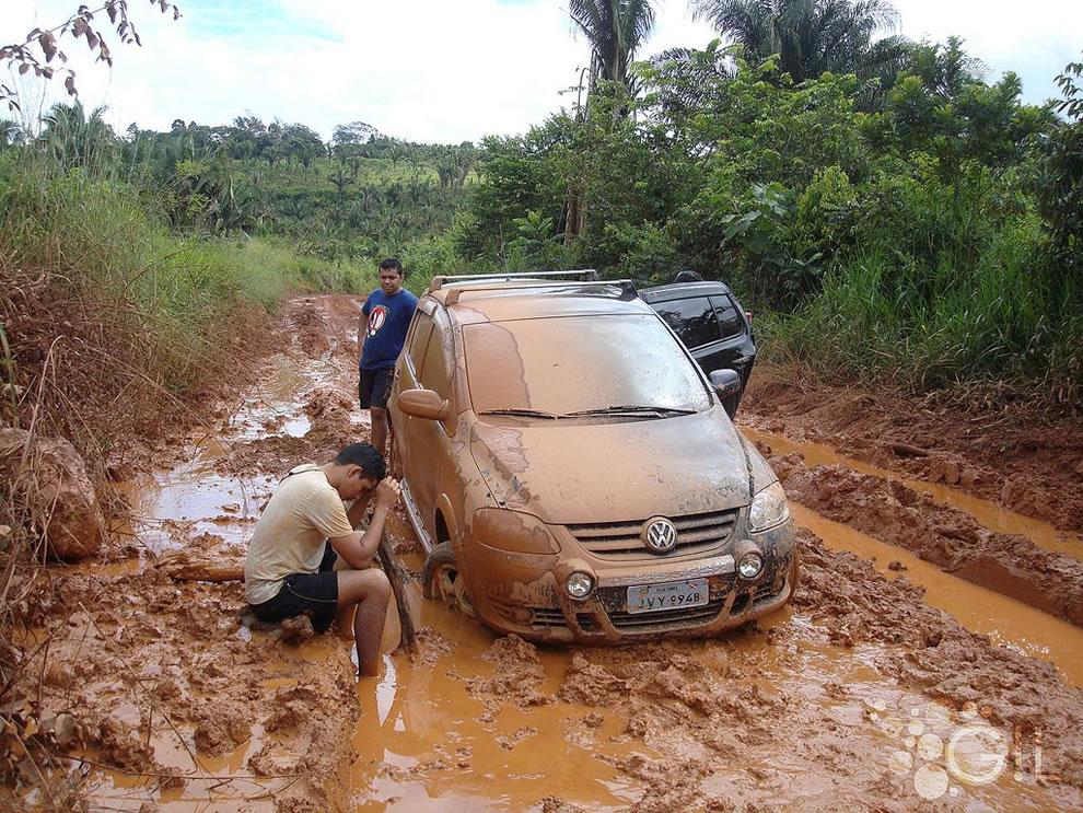 Adventure trying to travel muddy Amazonia roads