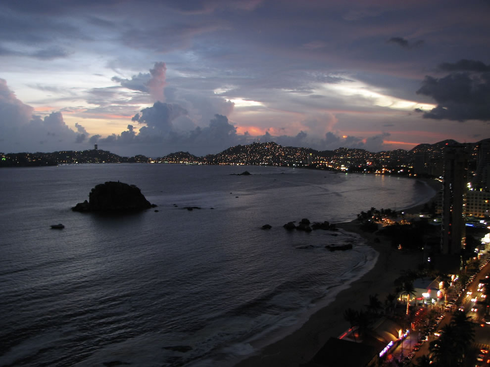 Acapulco-Bay-view-at-sunset-from-the-hotel
