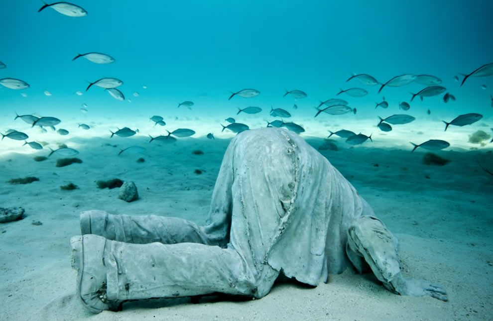 Banker sculpture by Jason deCaires Taylor, part of the MUSA collection, installed at a depth of six meters