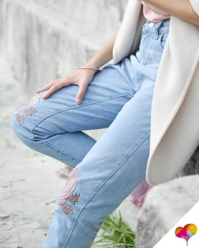 Bestickte Jeans kombinieren