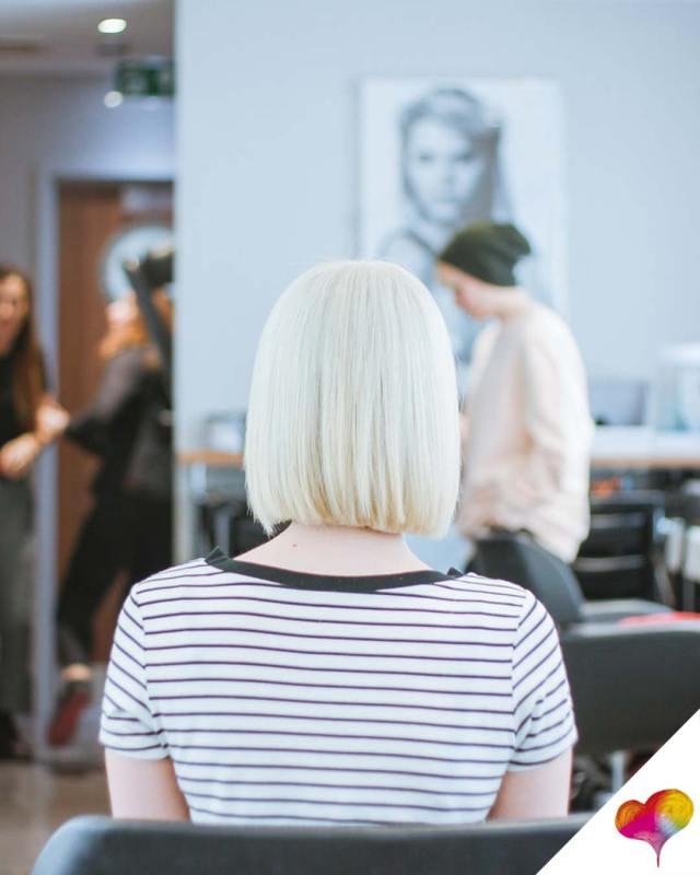 Wie kurze Haare stylen