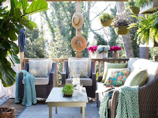 Small But Cozy Outdoor Sitting Area Pictures Photos And