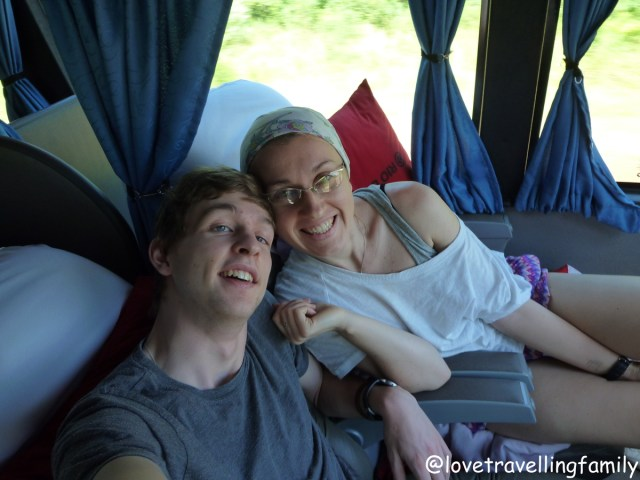 Love travelling family in Rio Uruguay bus from Buenos Aires to Puerto Iguazu