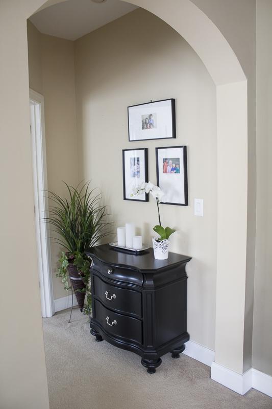 livingroom-reveal-nightstand-blackframes