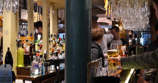 Pub wheatsheaf Borough Market in London