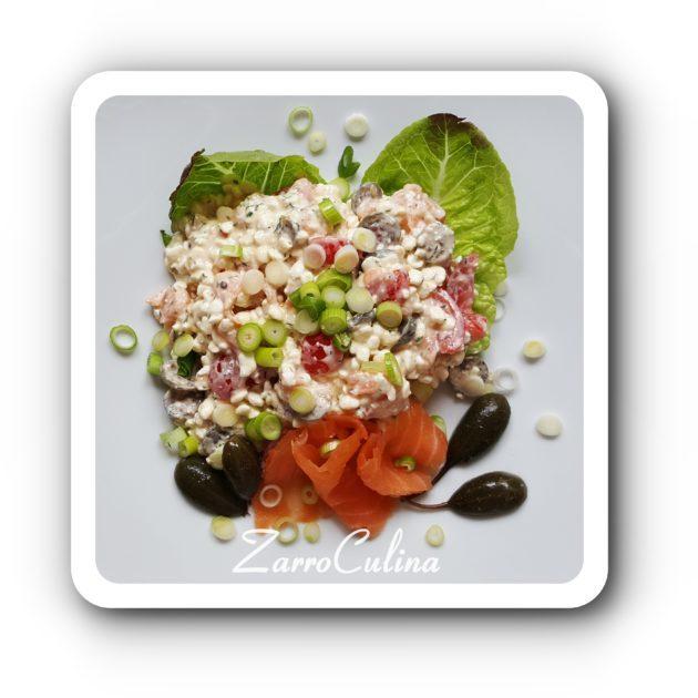 Körniger Frischkäse Salat mit Lachs und Kapernbeeren - BIld I