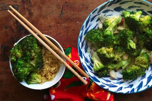 quick stir-fried broccoli with garlic