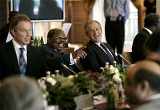 bush_g8_laughing.jpg