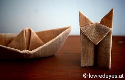 Origami Schiff und Fuchs aus mit Pflanzen gefärbten Bienenwachstüchern