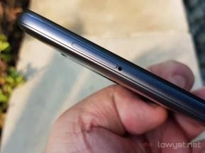 Xiaomi-pocophone-f1-sim-card-slot