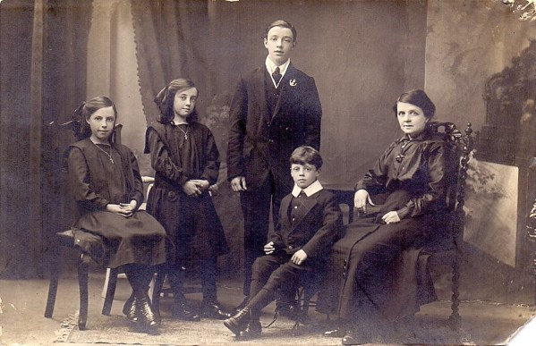 David Brown (standing, with Loyals lapel badge) with two sisters probably Margaret and Nellie, youngest brother Richard and mother Annie. c. 1913?