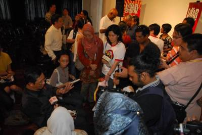The Rakyat's Perak MB, Nizar Jamaluddin at the book launch that packed the venue (Annexe Gallery) to maximum capacity.