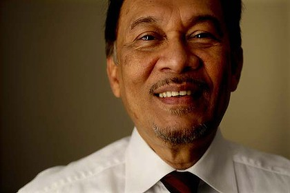 This Malaysian was born in Cherok Tok Kun to an Indian Muslim hospital porter, Ibrahim Abdul Rahman and Che Yan, a housewife (and later UMNO politician).