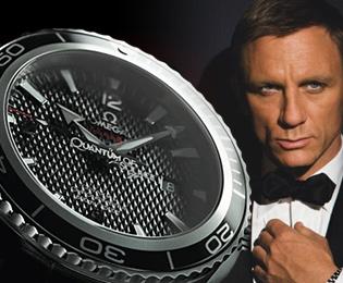 Daniel Craig juga pakai jam tangan Omega. Mungkin Daniel yang berlakon sebagai Dato' Seri Anwar dalam klip video tersebut?