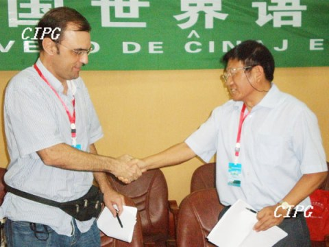 The Esperanto merchants sealed a deal. | Source: images.china.cn