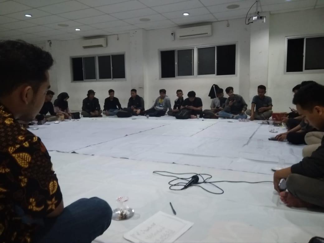 Suasana Rapat Pimpinan Lembaga Mahasiswa Universitas Amikom Yogyakarta pada Minggu (27/1) di Aula BSC. Journal   Adi