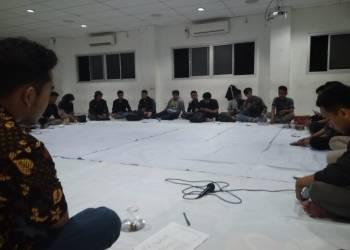 Suasana Rapat Pimpinan Lembaga Mahasiswa Universitas Amikom Yogyakarta pada Minggu (27/1) di Aula BSC. Journal | Adi