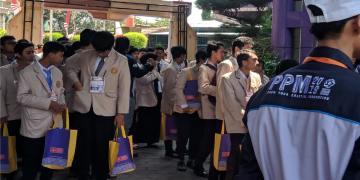 Peserta Penggalian Potensi Mahasiswa (PPM) Amikom bersiap untuk mengikuti kegiatan pada hari pertama (2/9).