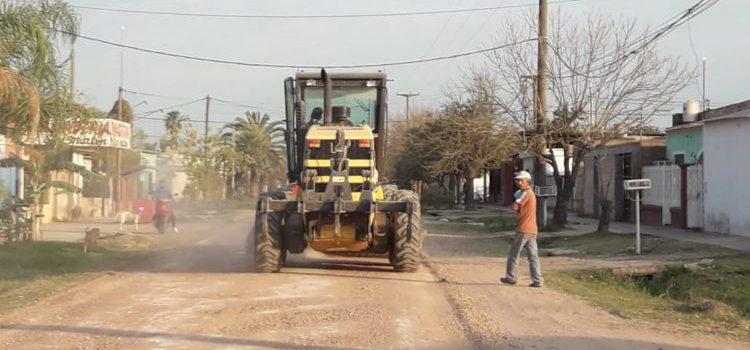 Continúan los operativos de cuneteo, mantenimiento de espacios públicos y arreglo de calles en los barrios