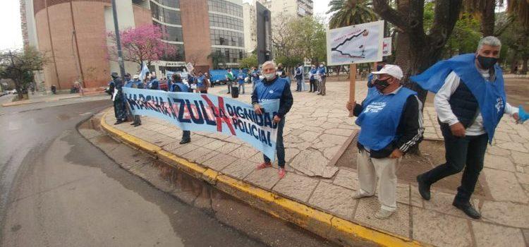 Policias Autoconvocados se manifestaron en Resistencia pidiendo mejoras salariales para la fuerza