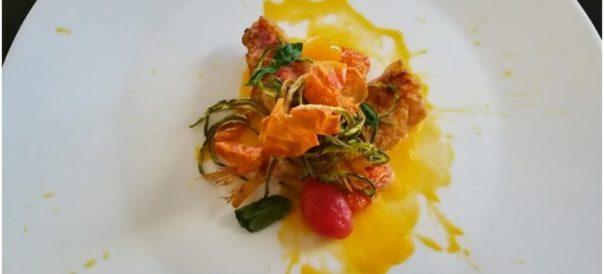 Triglia su salsa di datterino giallo all'acqua di mare