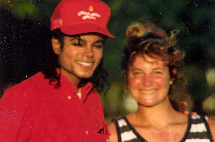 Michael Jackson and fan, Kahala Hilton, 1988. - Image: Alan Light