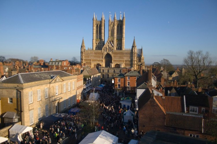 A normal scene of the Christmas Market in a previous year. Captured by: Angie Thornton on Flickr