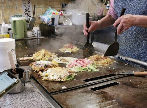 【京都・七条】お好み焼き吉野@名物お母さんが焼く、懐かしいお好み焼き。