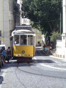 Il tram numero 28 a Lisbona
