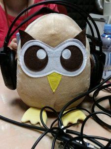 Owly la mascota de Hootsuite en la radio
