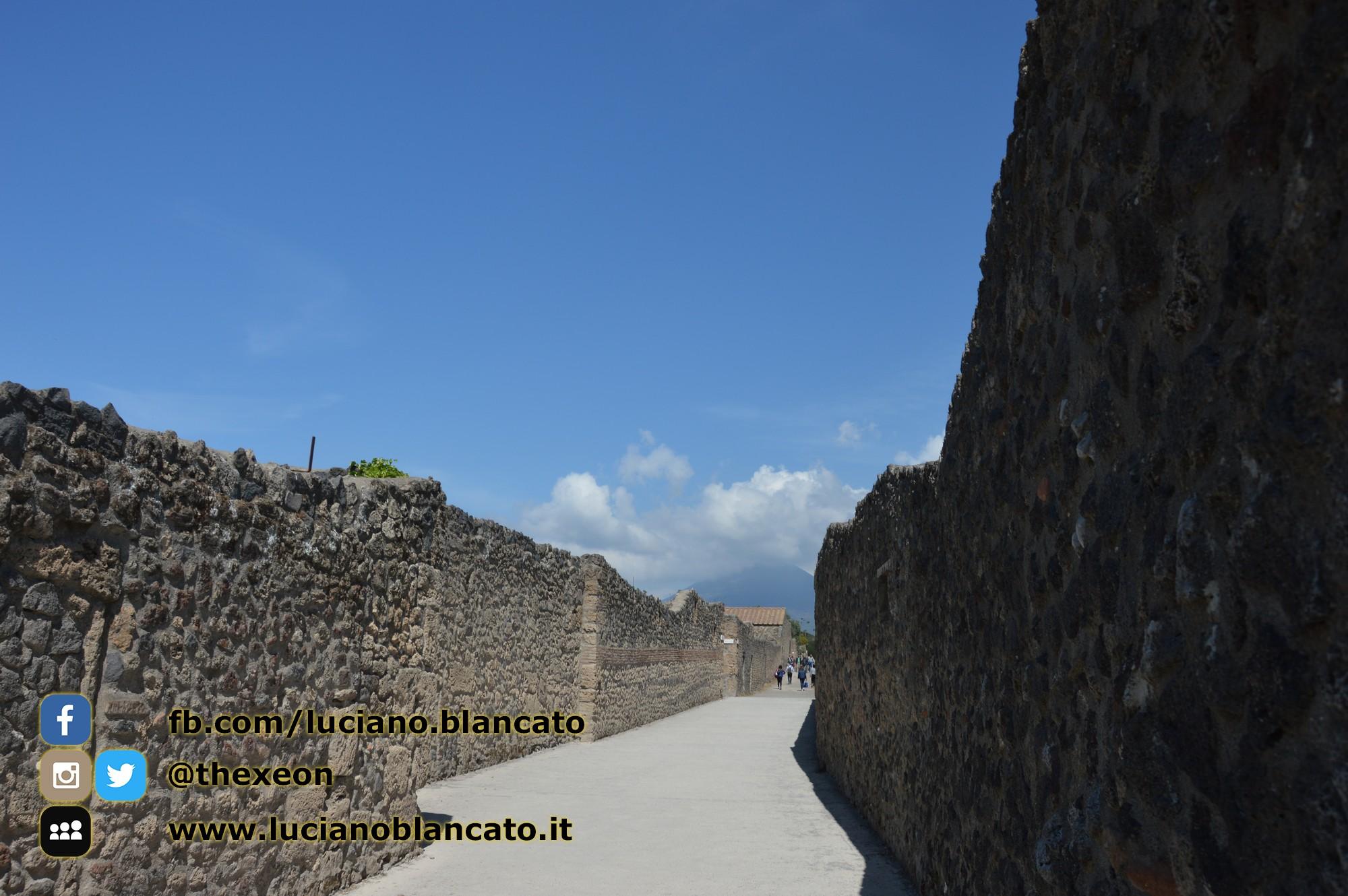 Pompei - scavi - dettagli della città - stradine