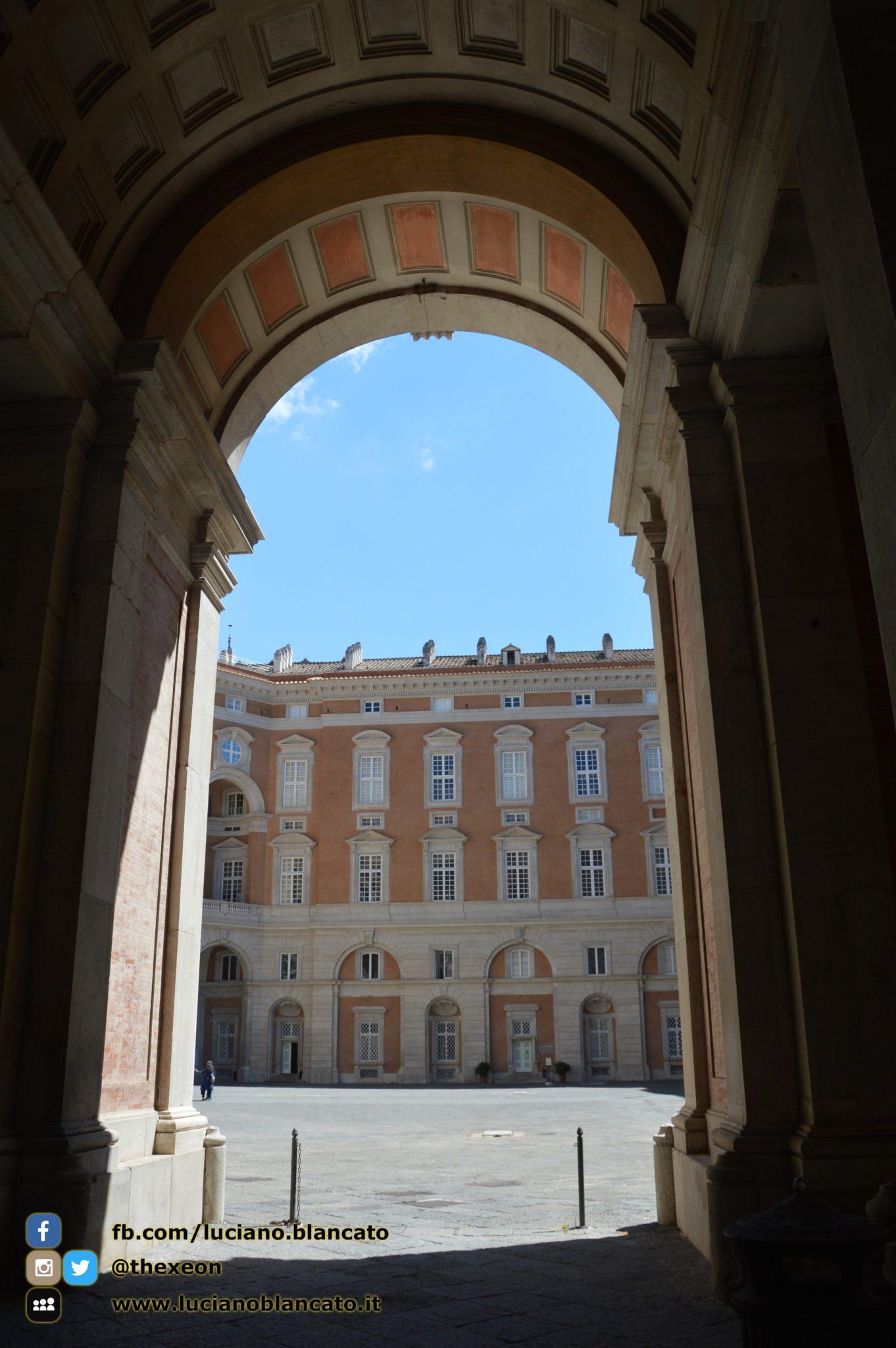 copy_8_Reggia di Caserta - Cortili interni palazzo