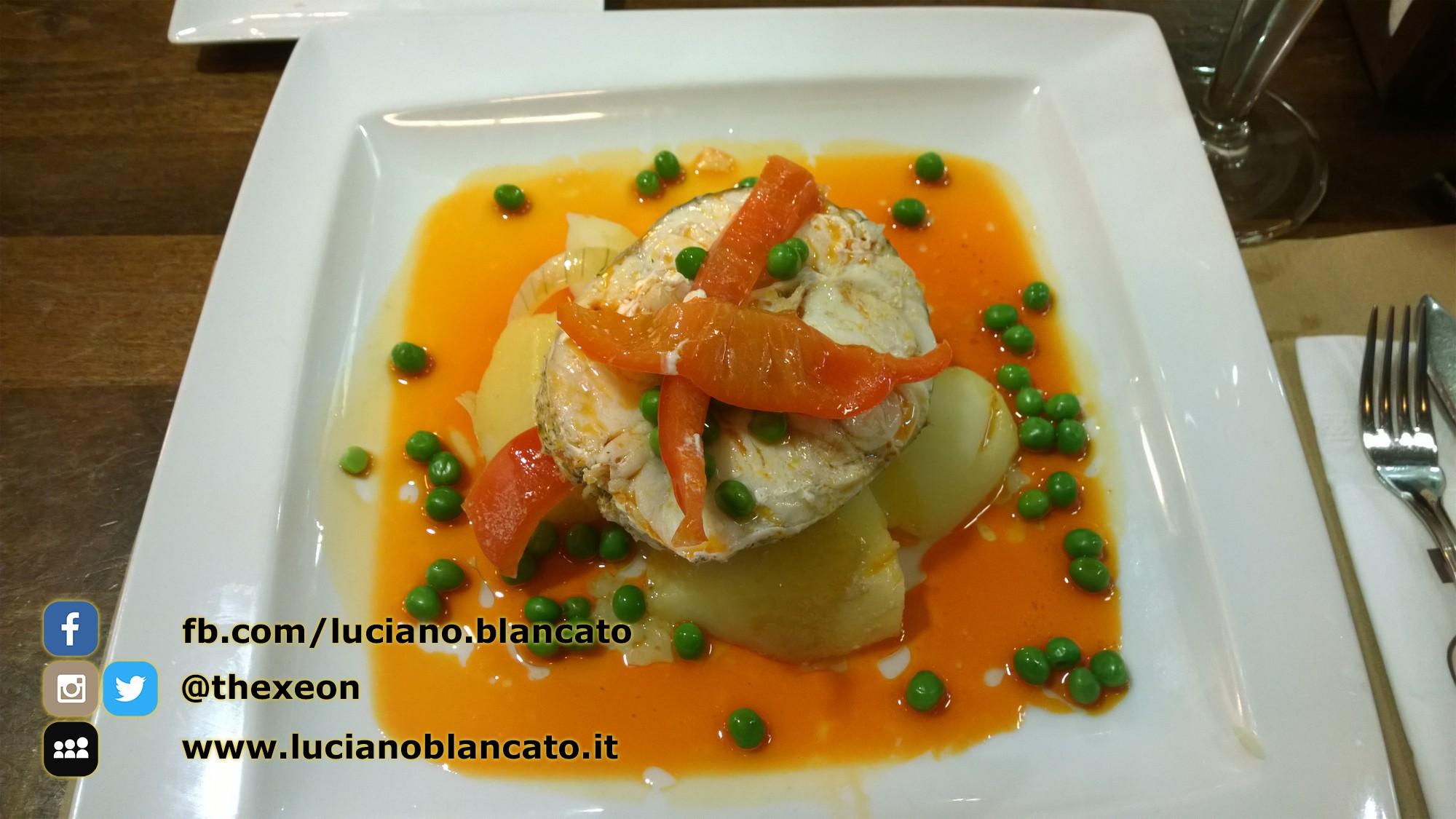 Santiago de Compostela - cena tipica, pesce, patate, piselli sugo