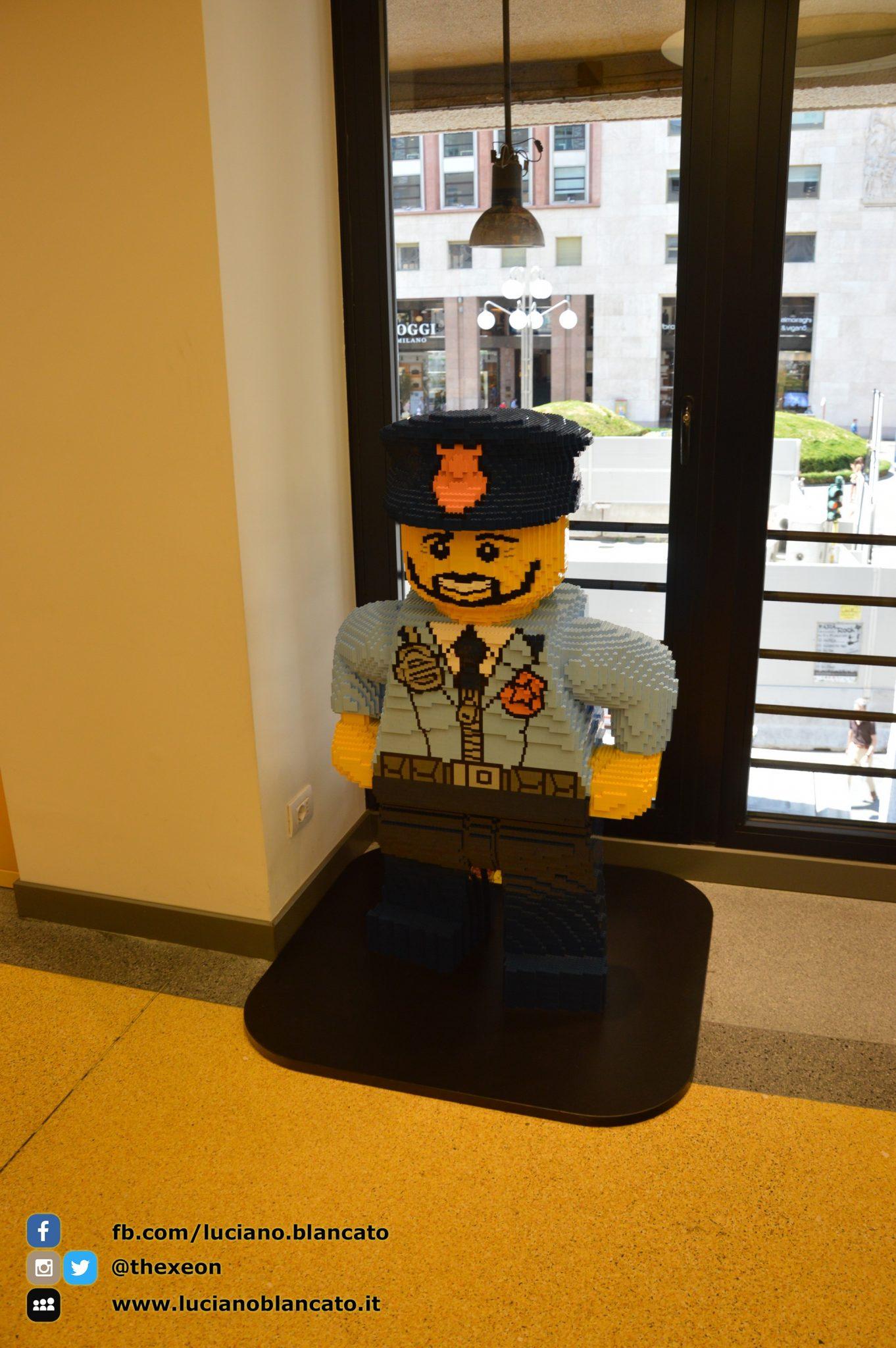 Milano - Lego Store - police man
