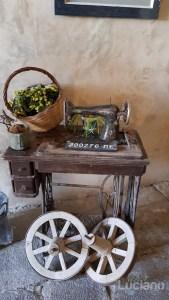 Macchina da cucire e ruote carretto