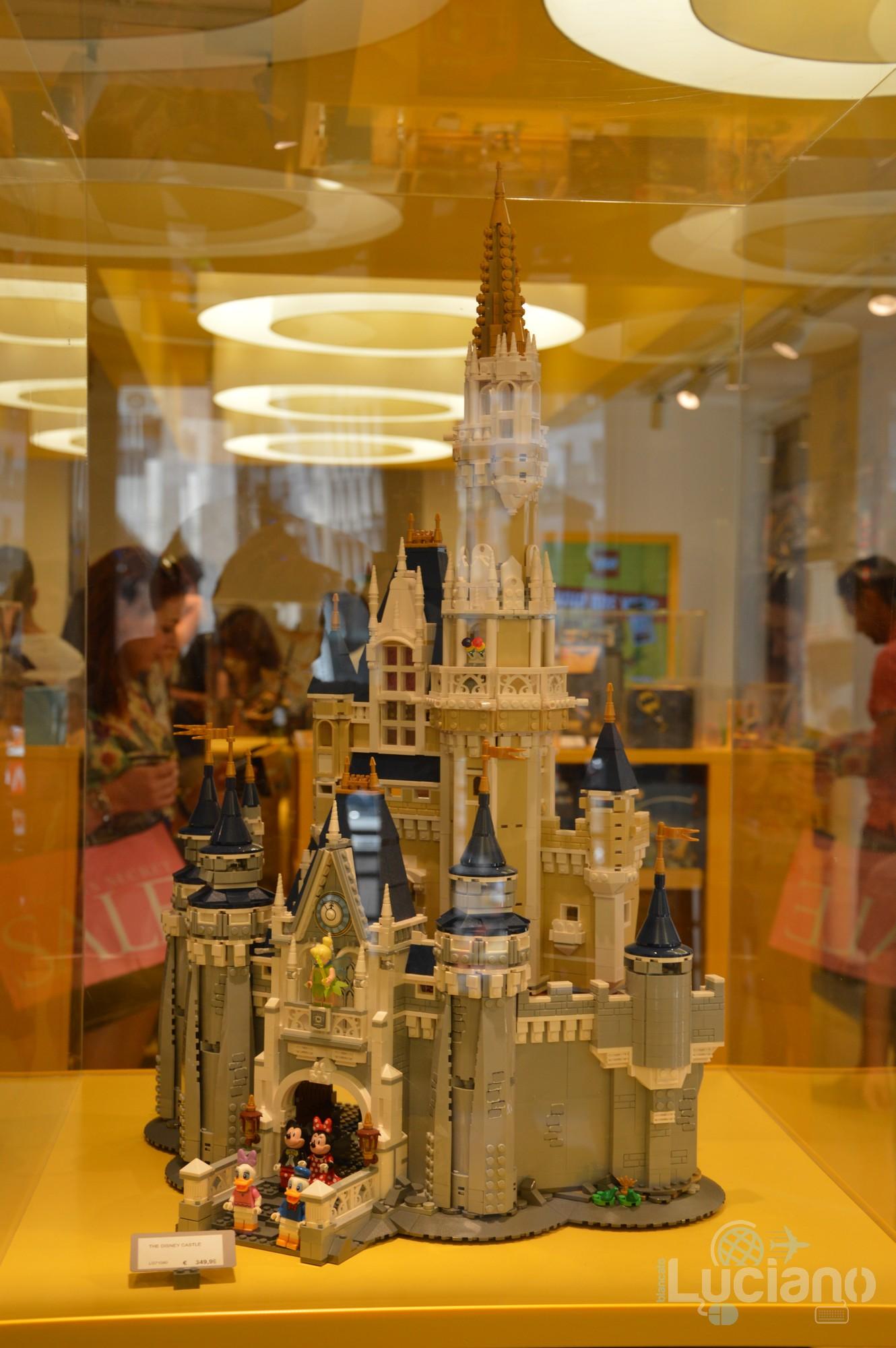 Lego Store - Modellino Castello Walt Disney - Milano - Lombardia - Italia