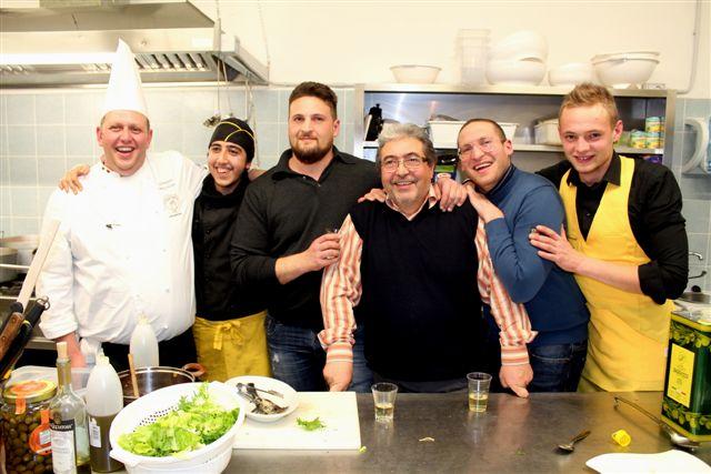 Lo staff in cucina de L'Osteria del Baccala – La Baccaliata II