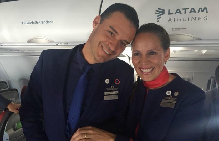 Pareja casada por el Papa en avión manifestó su alegría