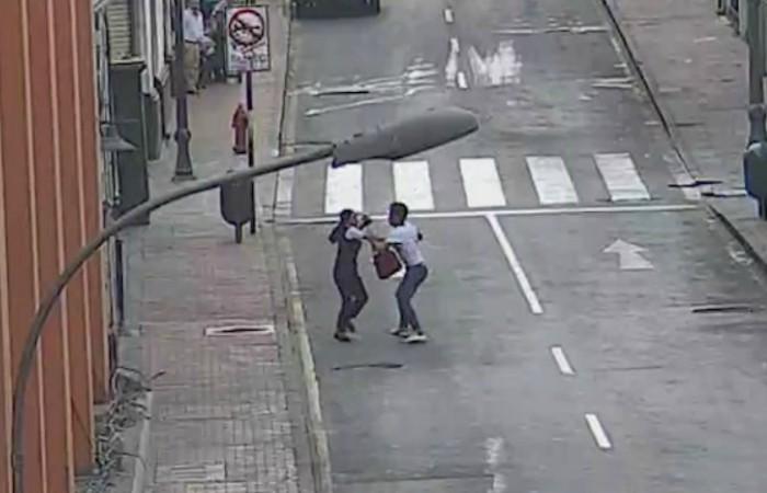 Liberan al ladrón que fue capturado por transeúntes tras robar un celular