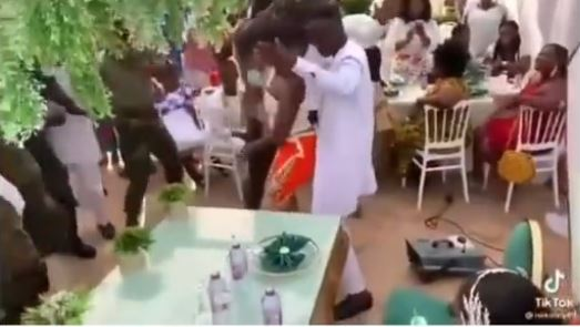 Moment groom abandons bride to 'rock' female guest at wedding reception (Video)