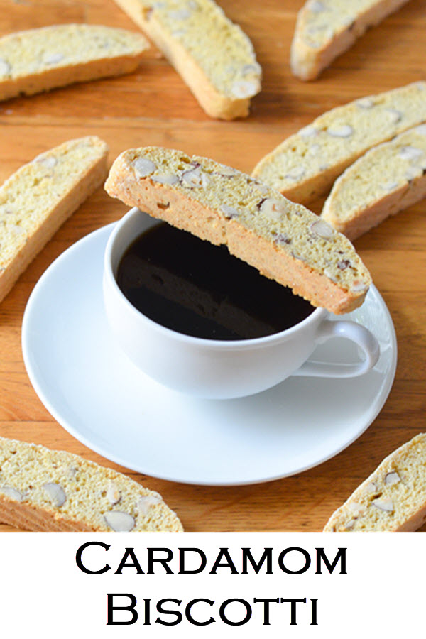 Delicious and Easy Recipe for Cardamom Biscotti Cookies. This low fat biscotti recipe doesn't contain butter and give you a perfectly crumbly and crunchy cookie to enjoy with coffee or tea. #cookies #cookierecipe #dessert #cardamom #hazelnut #biscotti #coffeetime #LMrecipes #foodblog #foodblogger